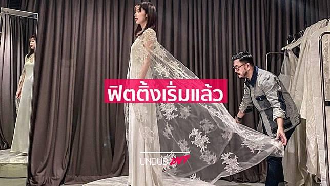 เปิดชุดแต่งงาน แก้ว จริญญา สวยอลังการ ฝีมือการออกแบบโดย พี่หมู อาซาว่า