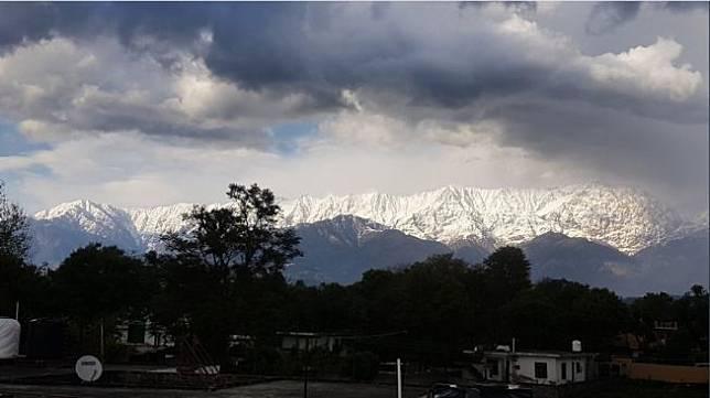 Penampakan Himalaya setelah lockdown. [Twitter]