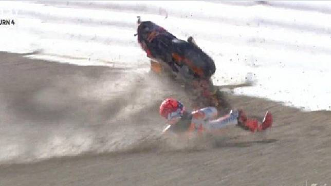 Marc Marquez alami kecelakaan di sesi pemanasan jelang balapan MotoGP Spanyol.