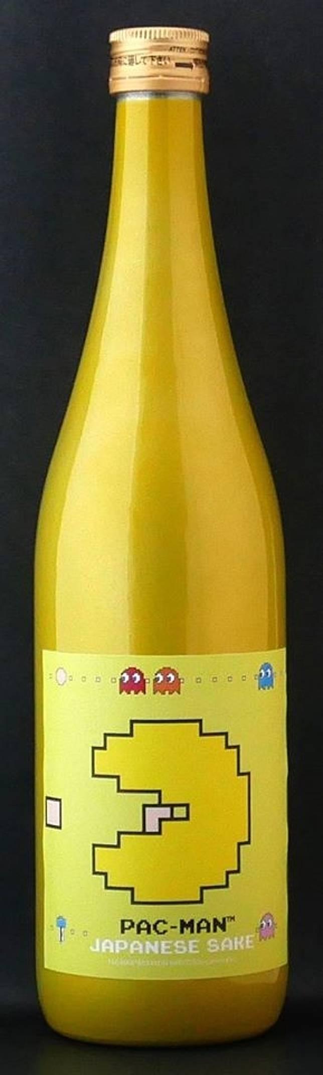 以金屬瓶盛載清酒,用上與汽車一樣的技術進行金屬塗裝,色彩亮麗。(互聯網)