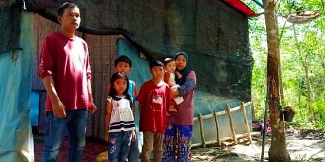 Keluarga Balhisham di Johor (Berita Harian via World of Buzz)