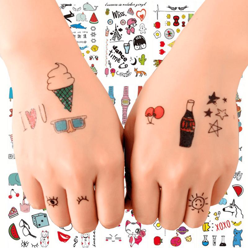 時尚流行,韓系塗鴉水轉印紋身貼紙,每一張裡面有各種可愛又特別的小圖案!小巧可愛的紋身貼,時尚個性、清新仿真~隨身攜帶想貼就貼,使用簡單,快來和家人朋友一起分享吧!現有35款圖案隨機出貨唷~