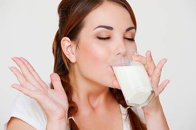 Kapan Waktu yang Tepat untuk Minum Susu, Pagi atau Malam?