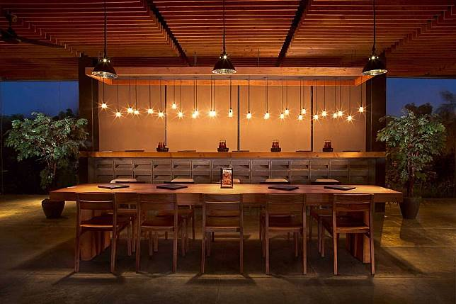 Nggak Disangka, 5 Restoran Ini Bermula dari Usaha Gerobak Kaki Lima!