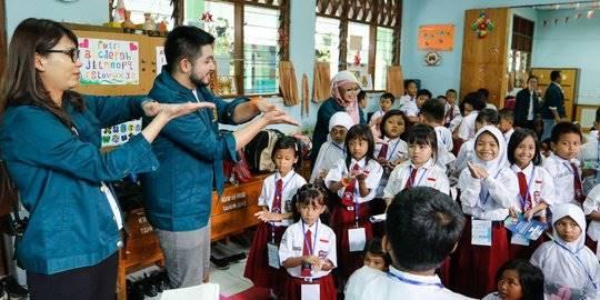 BLEMBA 25 dan Sinergi Foundation lakukan sosialisasi kesehatan dan sanitasi. ©2020 Merdeka.com