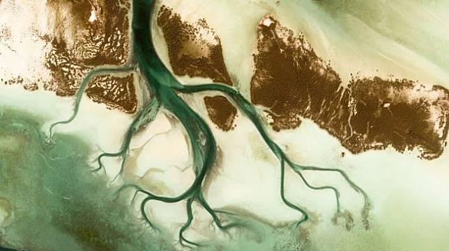 Penampakan Bumi dari Angkasa. (Google Earth View)
