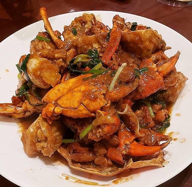 豆醬烹調方法多,用來炒菜可以提升味道層次、用來炒蟹有助突出蟹鮮甜味道。(互聯網)