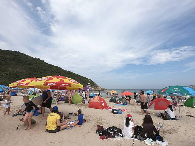部分泳灘由5月23日起重開,醫生提醒要保持衛生和適當距離。