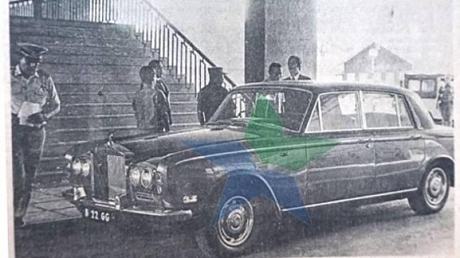 Mobil Rolls-Royce Dirut Pertamina Ibnu Sutowo. (Facebook/Perpustakaan Nasional)