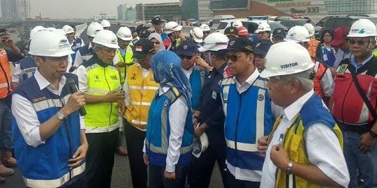 Menteri PUPR tinjau Tol Layang Jakarta-Cikampek II. ©Liputan6.com/Maulandy Rizki Bayu Kencana