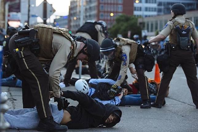 มินนิโซตาเปิดการสืบสวนสำนักตำรวจรัฐประเด็น 'สิทธิพลเมือง' หลังฟลอยด์ดับสลด
