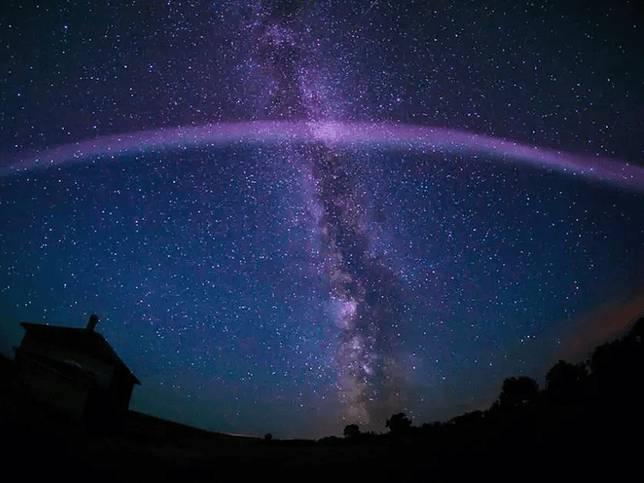 Ternyata Bukan Aurora, Kilauan di Langit Ini Masih Jadi Misteri