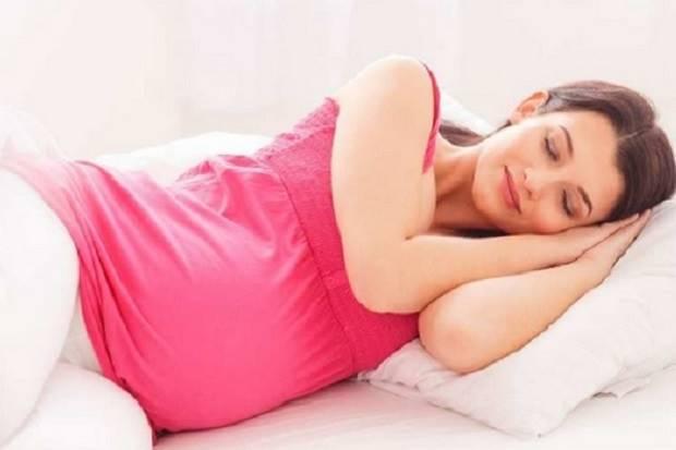 Benarkah Tidur Miring ke Kiri Selama Hamil Lebih Baik?
