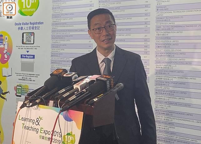 楊潤雄稱要求學校考慮暫停涉事教師職務,並非是懲罰。(何青霞攝)