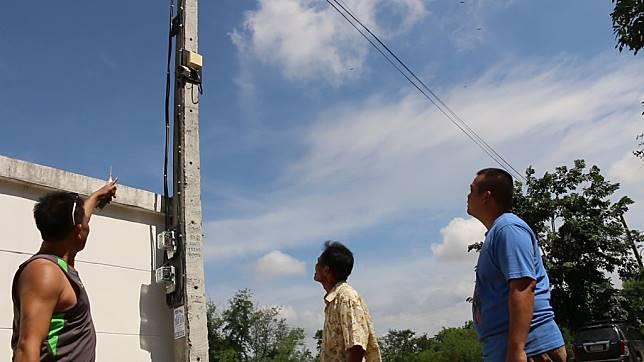 พบหมู่บ้านไฟฟ้าตกนานร่วม 10 ปี เครื่องใช้ไฟฟ้าพังทั้งบ้าน แต่ต้องจ่ายค่าไฟทุกเดือน  แจ้งไป กฟภ.เรื่องก็เงียบ  วอนผู้ว่าฯขอนแก่น แก้ไข ด่วน