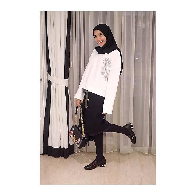 8 Inspirasi Tampil Kasual Stylish Untuk Hijaber Ala Zaskia Sungkar