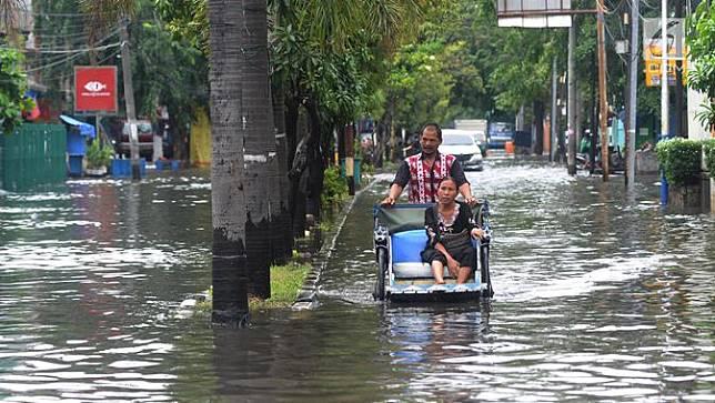 Top 3: Deretan Potret Banjir yang Menggenang Beberapa Kawasan Jakarta