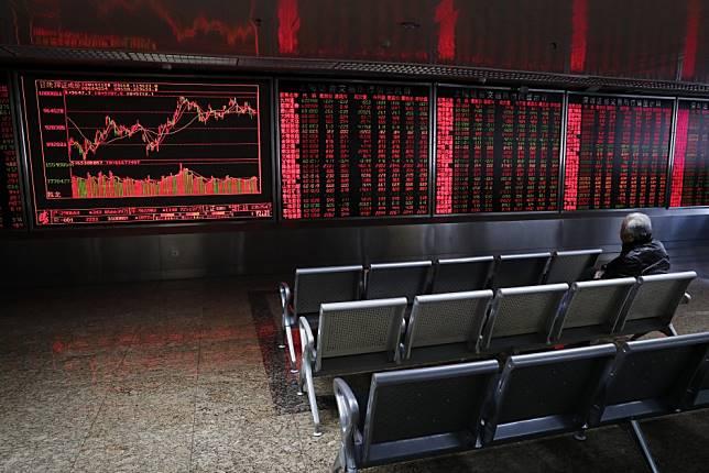Hong Kong, China stocks dip as markets assess trade deal likelihood