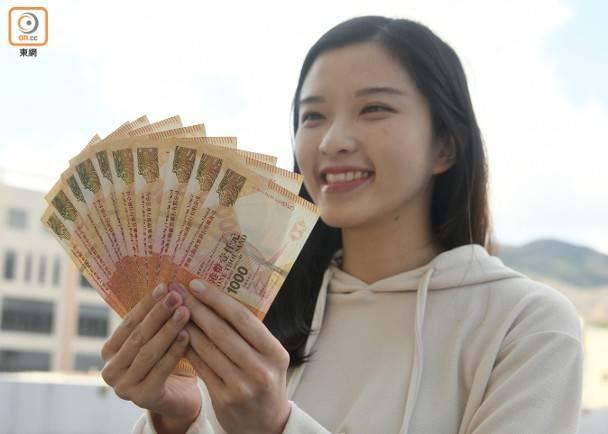市民預料今年內取得政府派發的1萬元。(蕭毅攝)
