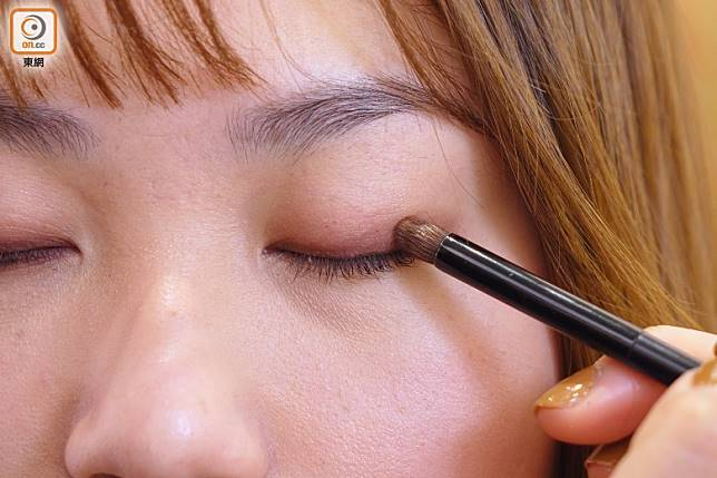 Step 3:將眼線暈染開。(胡振文攝)