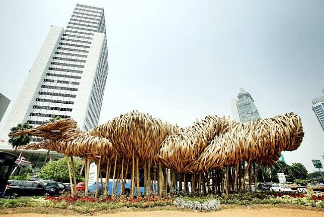 Bamboo art: Artist Joko Dwi Avianto's Getia Getih installation in the busy Thamrin area in the heart of Jakarta. The installation was dismantled on July 17.