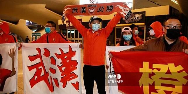 Kepulangan Skuad Wuhan Zall ke Pusat Pandemi Covid-19 Disambut Nyanyian Suporter