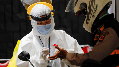 Kabar Baik Corona: Bantuan APD China hingga Tes Spesimen di DKI Rekor Tertinggi