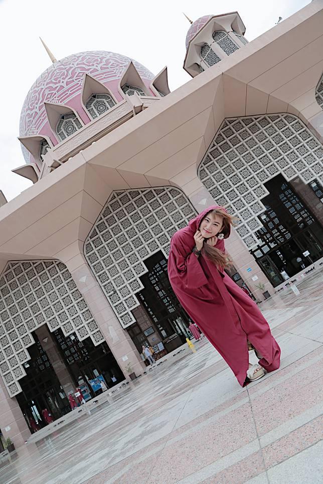 入清真寺一定要由頭包到落腳。