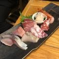 刺身の盛合せ - 実際訪問したユーザーが直接撮影して投稿した新宿魚介・海鮮料理魚真 新宿店の写真のメニュー情報