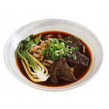 麻辣湯經過煎、煮、炒、炸、熬成就獨特美味湯底,搭配上每頭牛不到兩公斤的臉頰肉,口感軟中帶Q