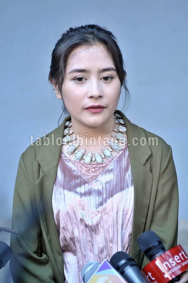 Prilly Latuconsina Menangis Sejadi-jadinya Mendengar Nasehat Ayahnya Mengenai Hal Ini (Seno/tabloidbintang.com)