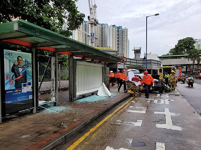 巴士站損毀嚴重。