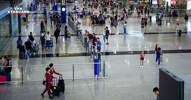 ผู้โดยสารท่าอากาศยานฮ่องกงลดฮวบในเดือนสิงหาคม หลังเหตุประท้วงยืดเยื้อ