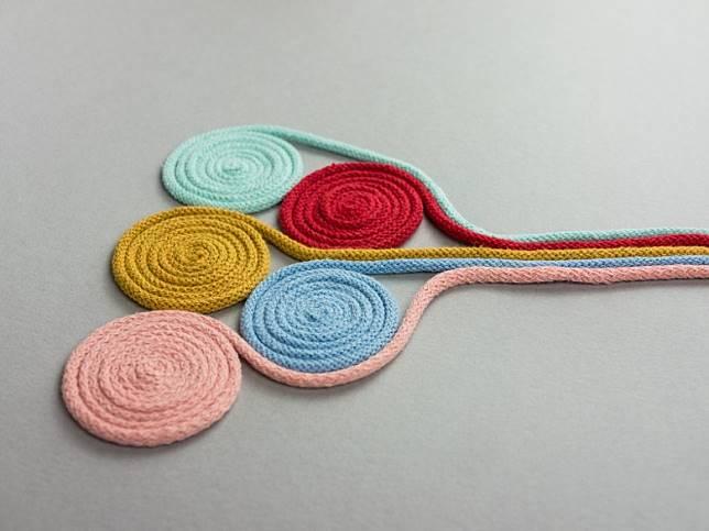 連接底部儲水位置與泥土的棉繩,備有5種顏色。(互聯網)