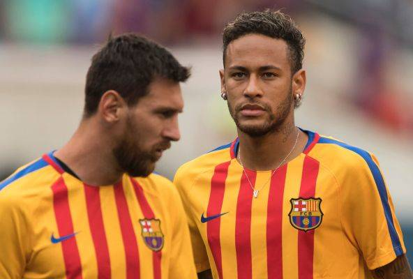 Lionel Messi (Kiri) bersama Neymar