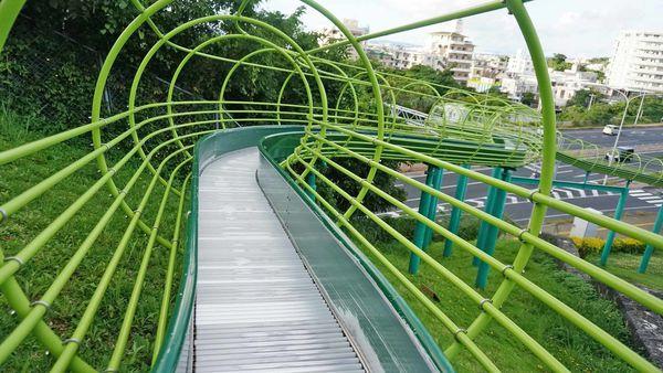 【沖繩景點】浦添公園溜滑梯-長度超過90公尺需滑1分鐘以上的超長滾輪式溜滑梯