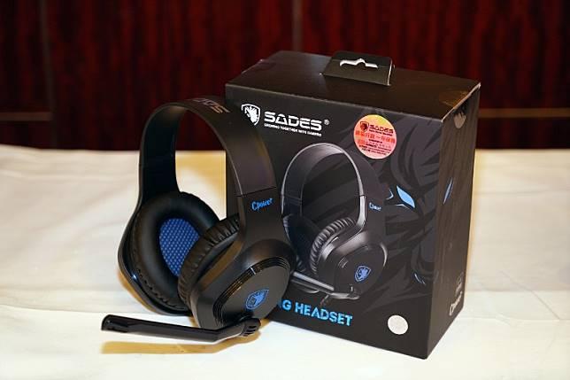 Sades電競耳機Cpower內置40mm單元,配備Auto Mute旋轉式降噪通話咪,全場限售10部。(攤位:H31~34、J31~34)(方偉堅攝)