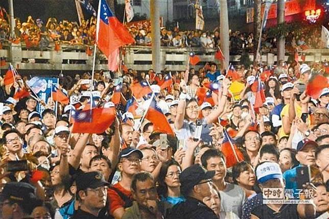 圖為去年高雄市長選舉,韓國瑜在鳳山造勢場景。(本報資料照片)