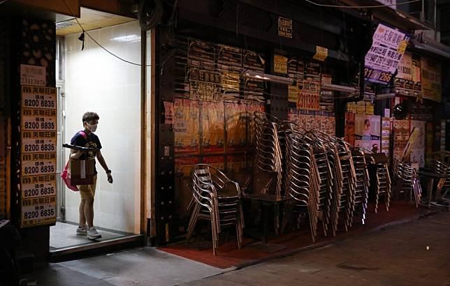 Coronavirus: Hong Kong police find another Tsim Sha Tsui bar packed amid government-mandated shutdown