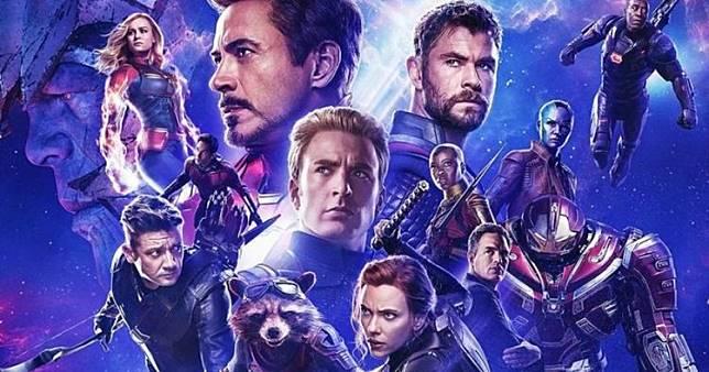 6 Video editan superhero Avengers makan di PKL ini bikin ngakak