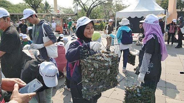 Kikis Pencemaran Laut, Jaya Ancol Tebar 1 Ton Kulit Kerang Hijau