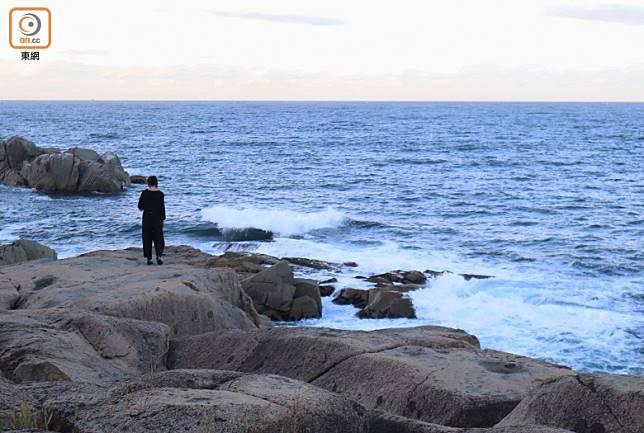 侍石是一塊巨大花崗岩石,天然的它非常平坦。(劉達衡攝)