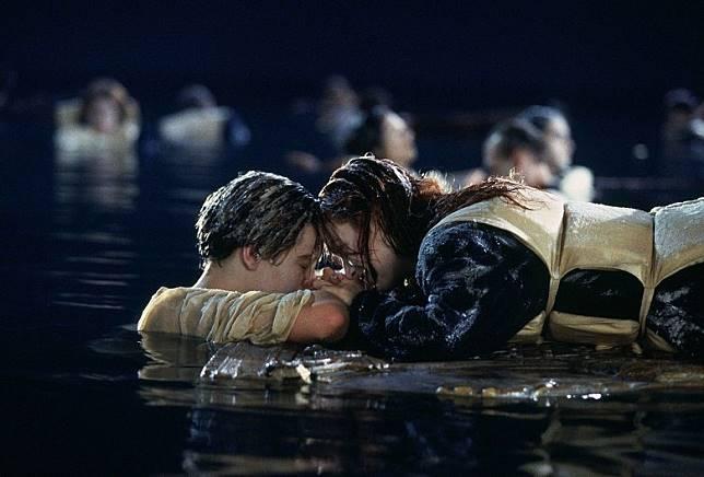 就係《鐵達尼號》呢場戲,令里奧仔咁尷尬。