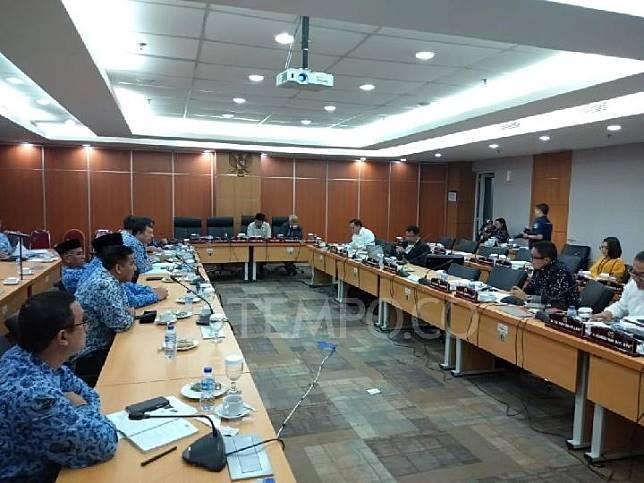 Komisi B DPRD DKI bersama Dinas Pariwisata dan Kebudayaan menggelar rapat terkait penghargaan Adikarya Wisata buat diskotek Colosseum Club, di DPRD, Senin 23 Desember 2019. Tempo/Taufiq Siddiq