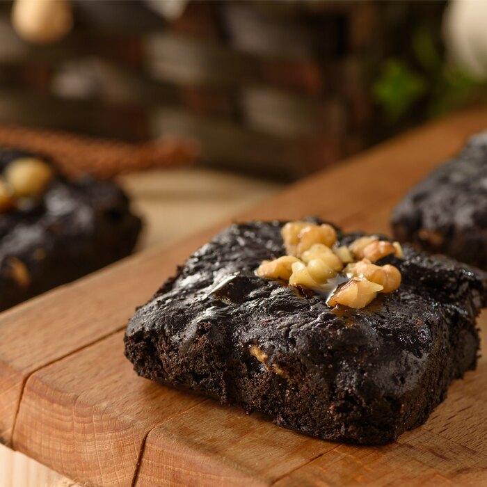 混合苦甜巧克力及特選70%黑巧克力雙重調製而成,雙重享受雙重幸福