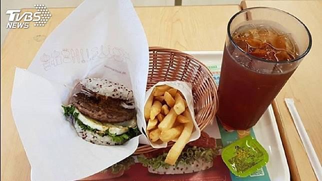 不少民眾愛吃摩斯漢堡的餐點。(示意圖/TVBS)