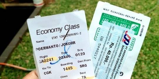 Tiket pesawat dan airport tax. ©2012 Merdeka.com/Djoko Poerwanto