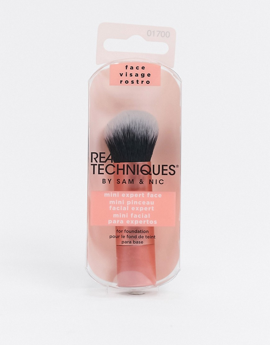 Makeup brush by Real Techniques It's all in the application Travel sized Ideal for foundation Round