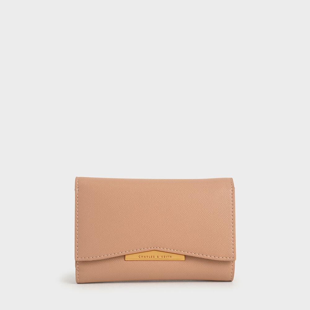 功能性十足的甜美皮件搭配金色磁扣點綴,更多一分精緻感。八格卡片夾層與拉鍊零錢袋,整齊收納一點也不難。