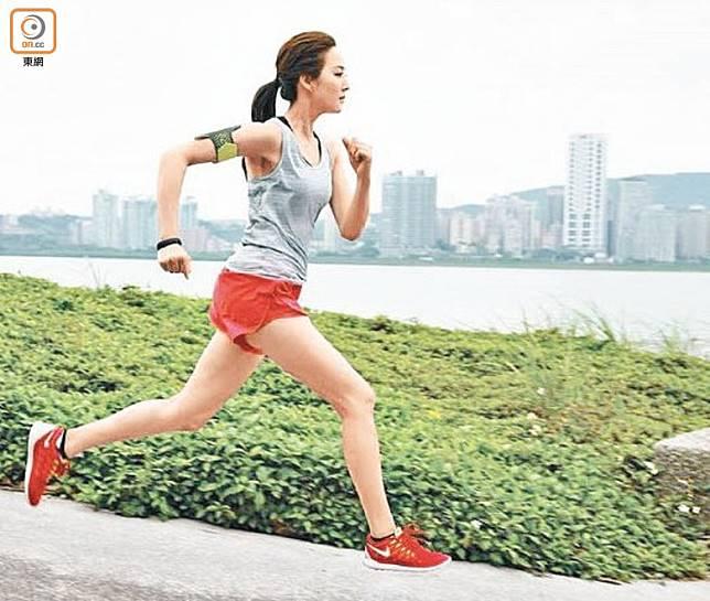 日間多做運動,尤其是早上起床後做15至20分鐘拉筋或跑步,可促進氣血運行。(資料圖片)